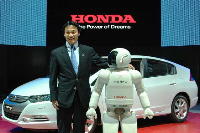 Yasunari Seki and Asimo
